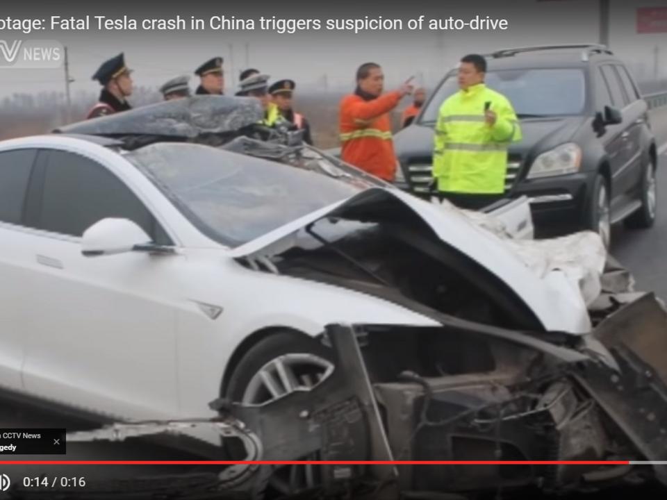 Tesla Unfall