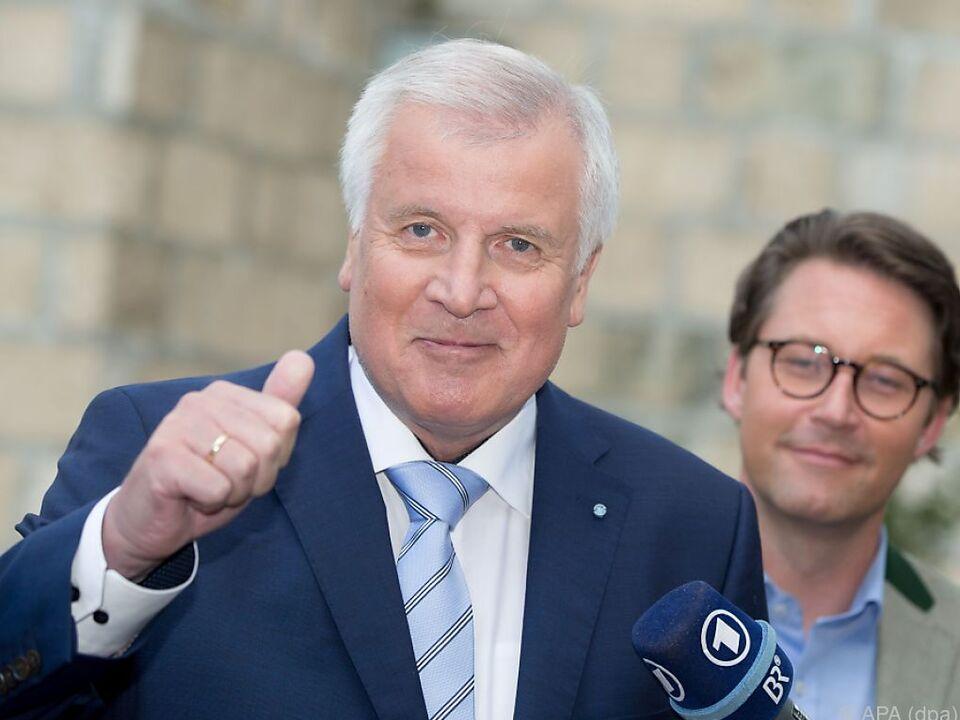 Seehofer sendet Mahnung an Merkel aus