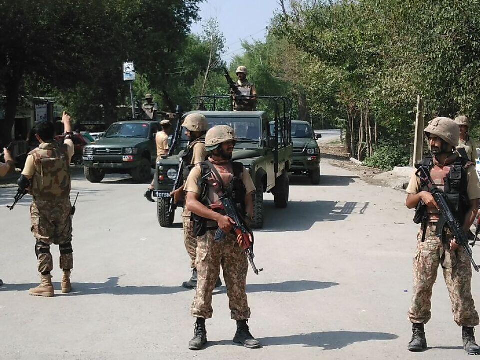 Soldaten riegeln christliche Siedlung ab