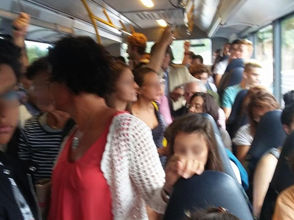 Überfüllter_Bus stf