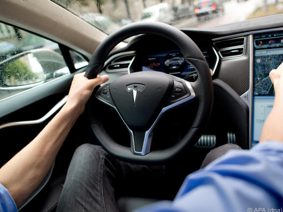 Alle künftigen Tesla-Modelle sollen auch autonom fahren können