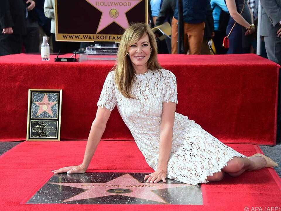 Allison Janney stolz auf ihren Stern