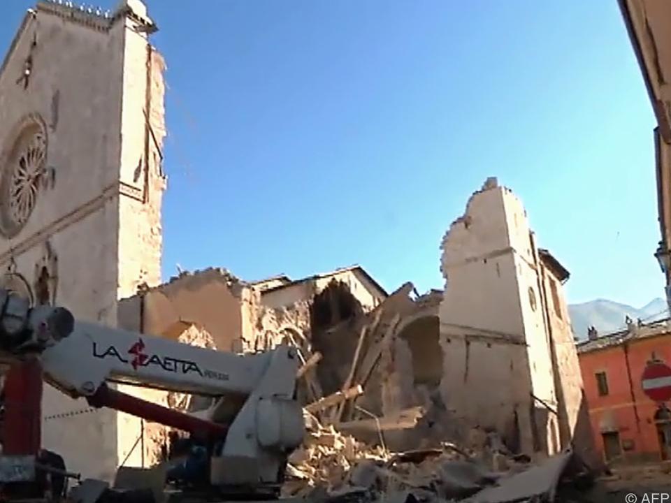 Basilika von Norcia fast vollkommen zerstört