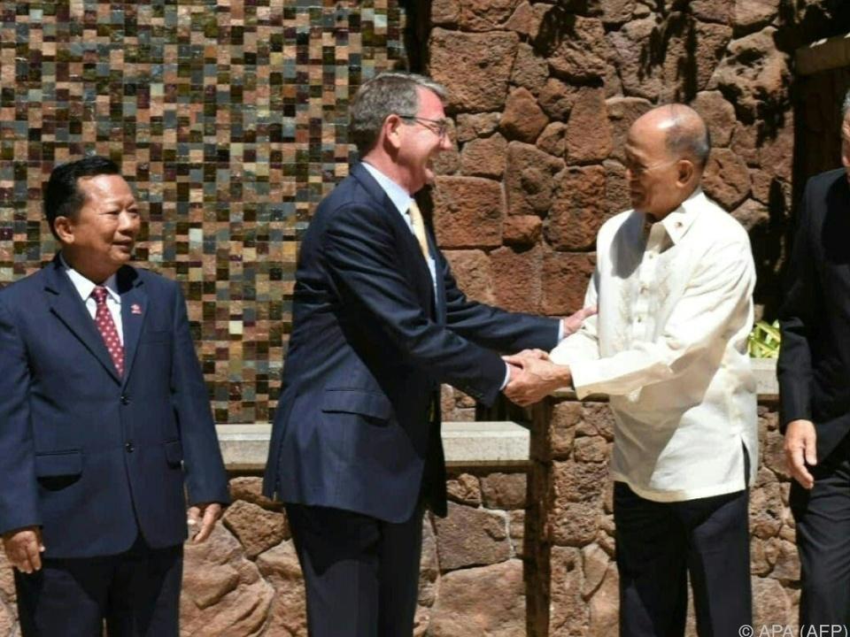 Carter traf in Hawaii den philippinischen Verteidigungsminister