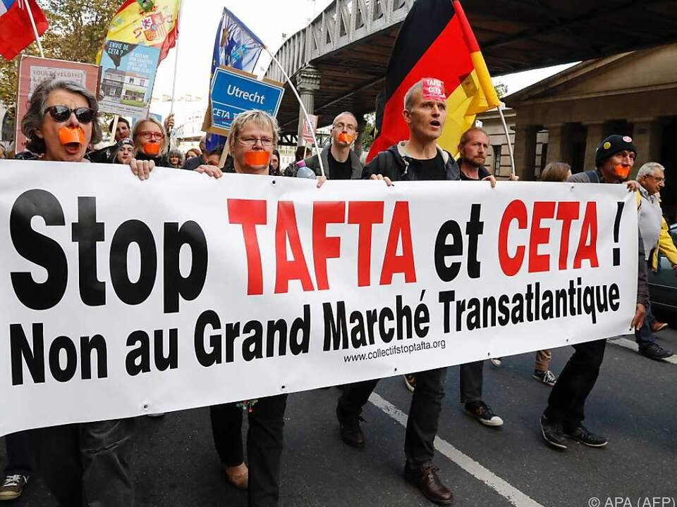Demo gegen die Freihandelsabkommen in Paris