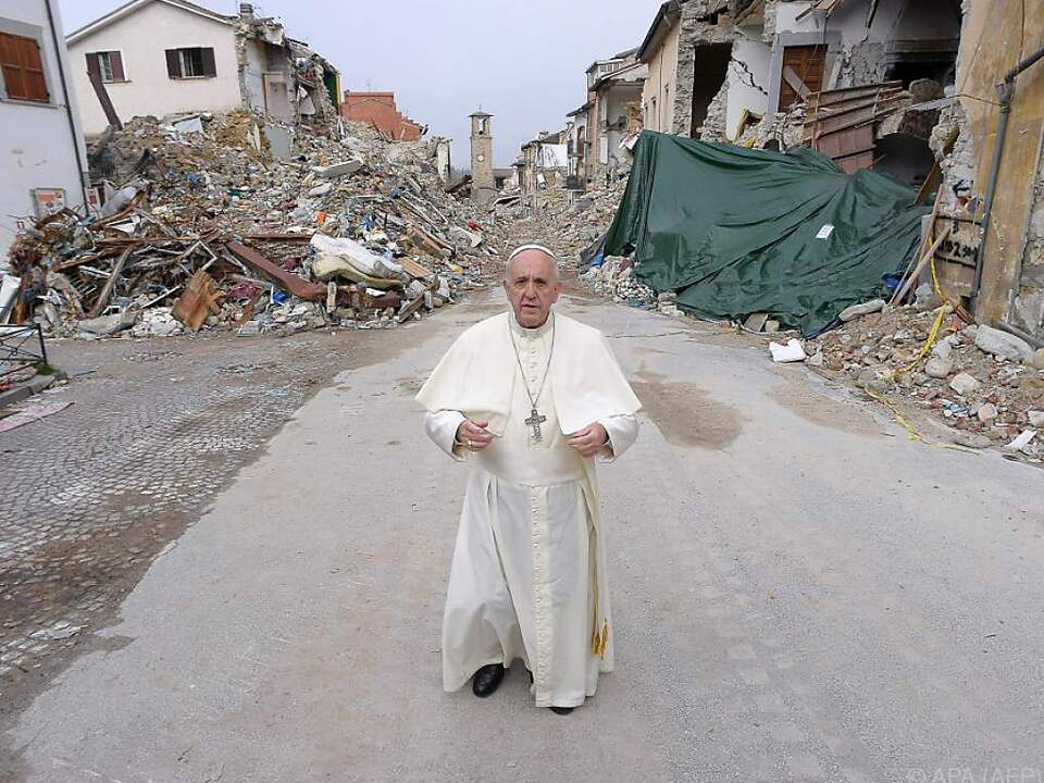 Der Papst betete für die Bewohner des Ortes und die Bebenopfer
