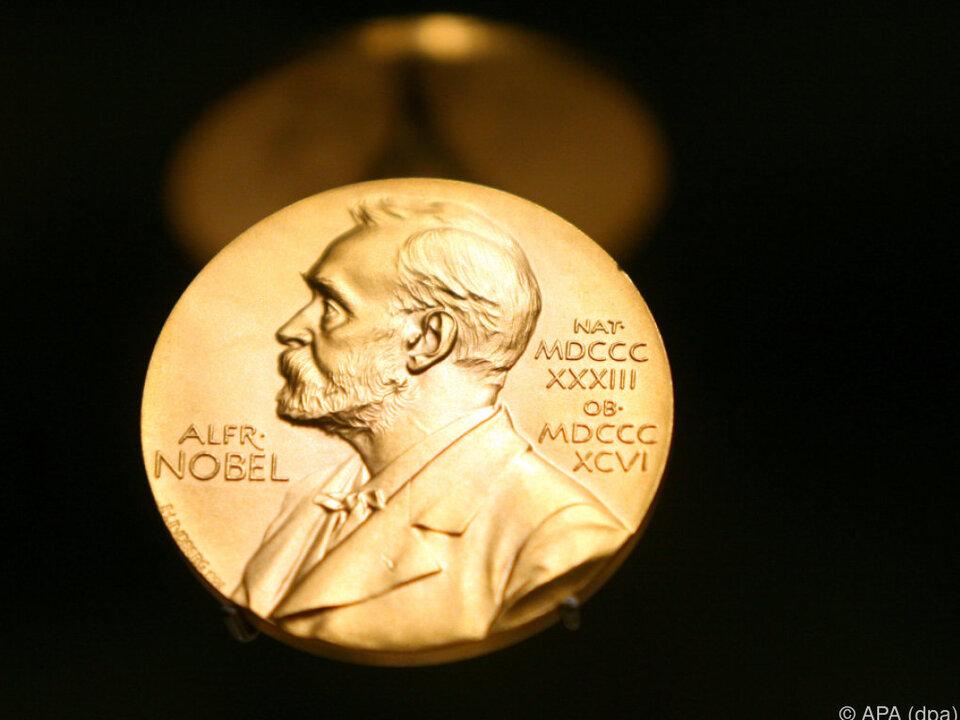 Der Preis wird am 10. Dezember, am Todestag Nobels, verliehen