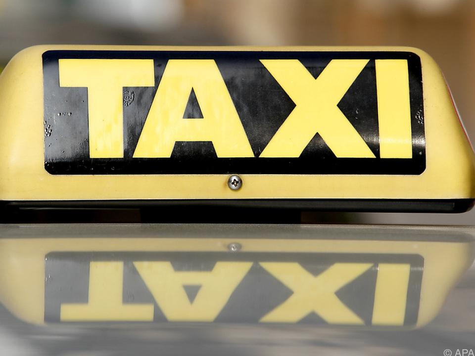 Der Taxifahrer soll sich an der Frau im Taxi vergangen haben
