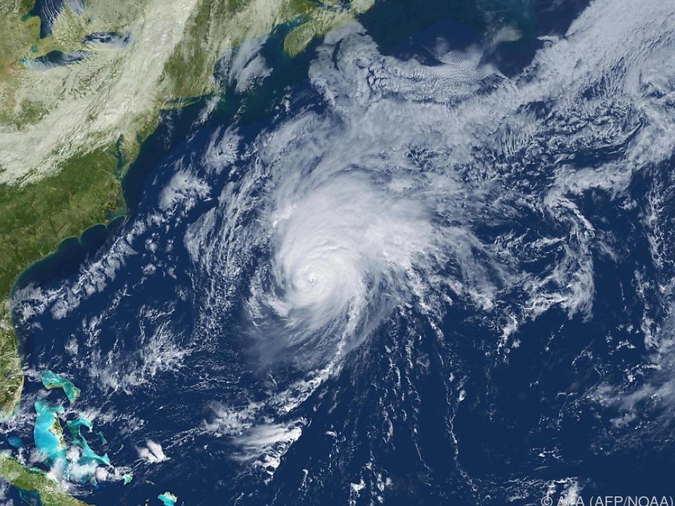 Der Wirbelsturm dreht vor den Bermuda-Inseln ab