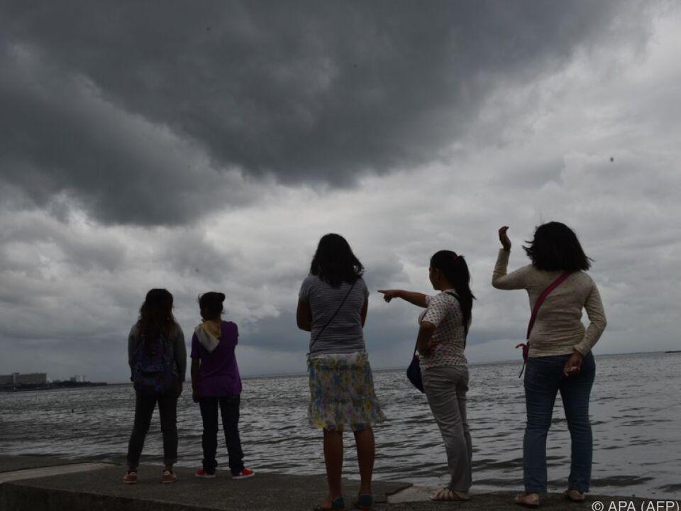Gespanntes Hoffen, dass der Taifun vorüberzieht