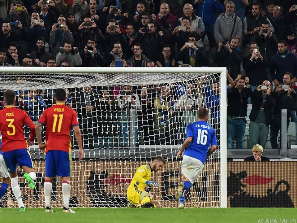 Italien glich durch einen Elfmeter kurz vor Schluss aus