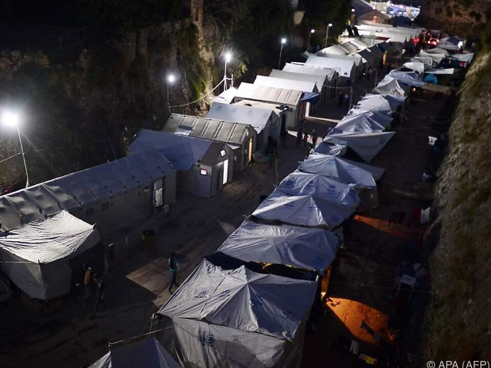 Kritische Flüchtlingssituation auf ostägäischen Inseln
