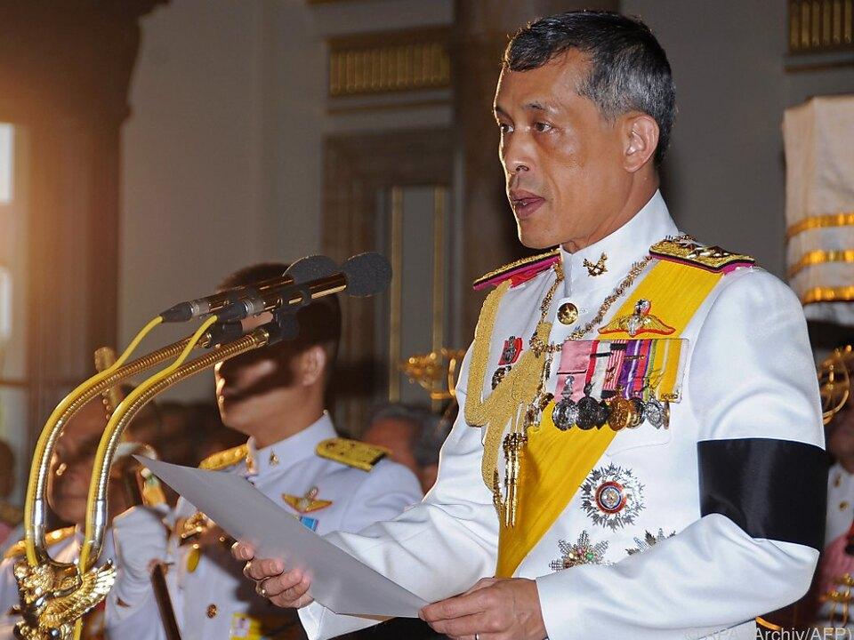 Kronprinz Maha Vajiralongkorn hat es mit der Krönung nicht eilig