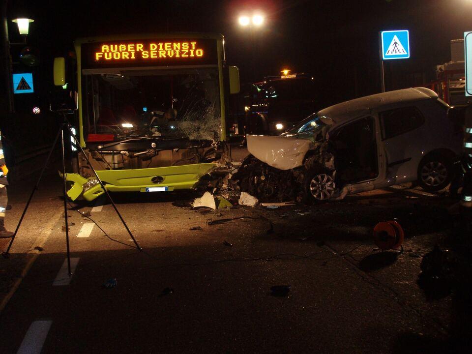 Verkehrsunfall Bus