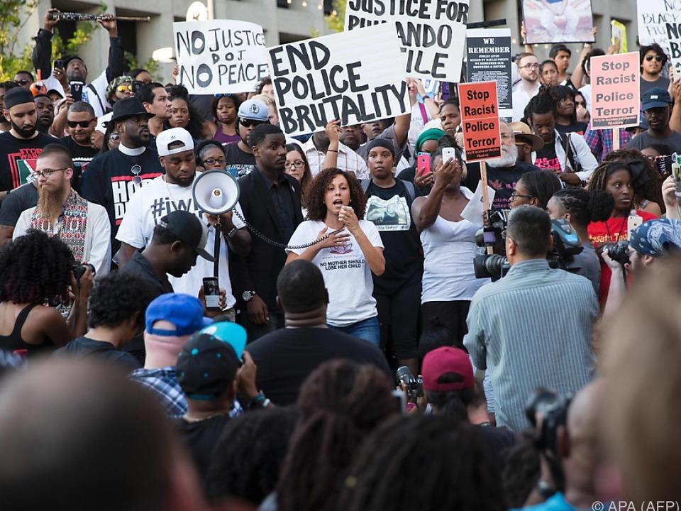 Polizei bezieht wichtige Daten von Demonstranten aus Sozialen Medien