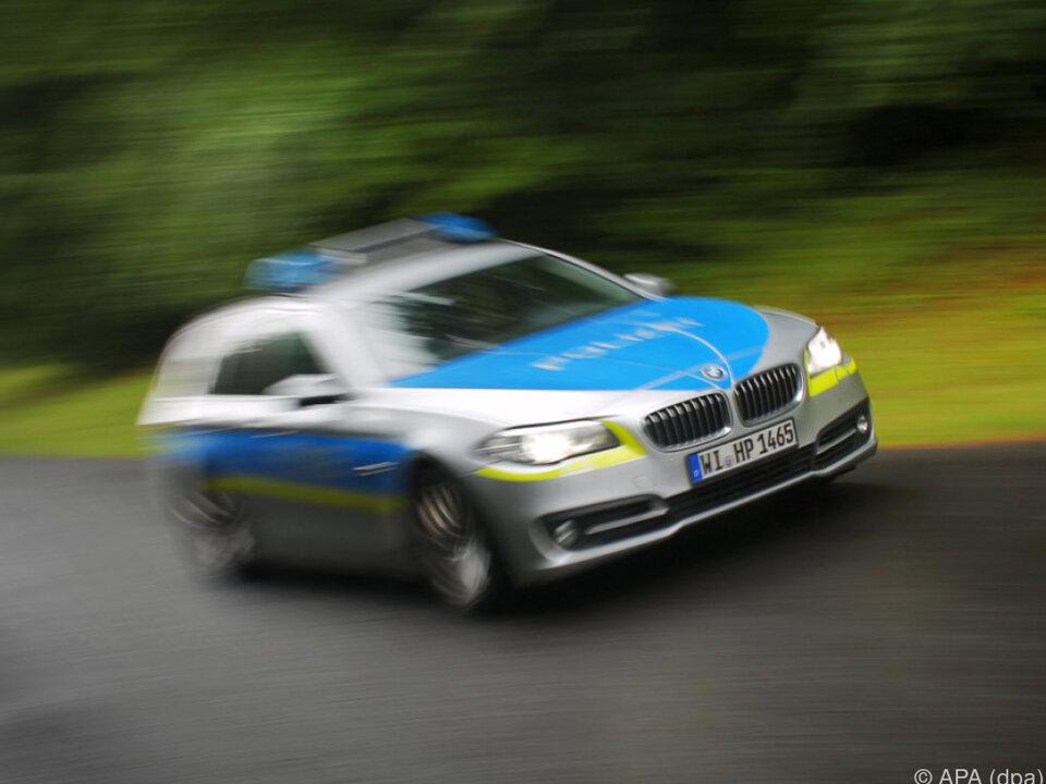 deutschland Polizei holte den Buben aus der Wohnung