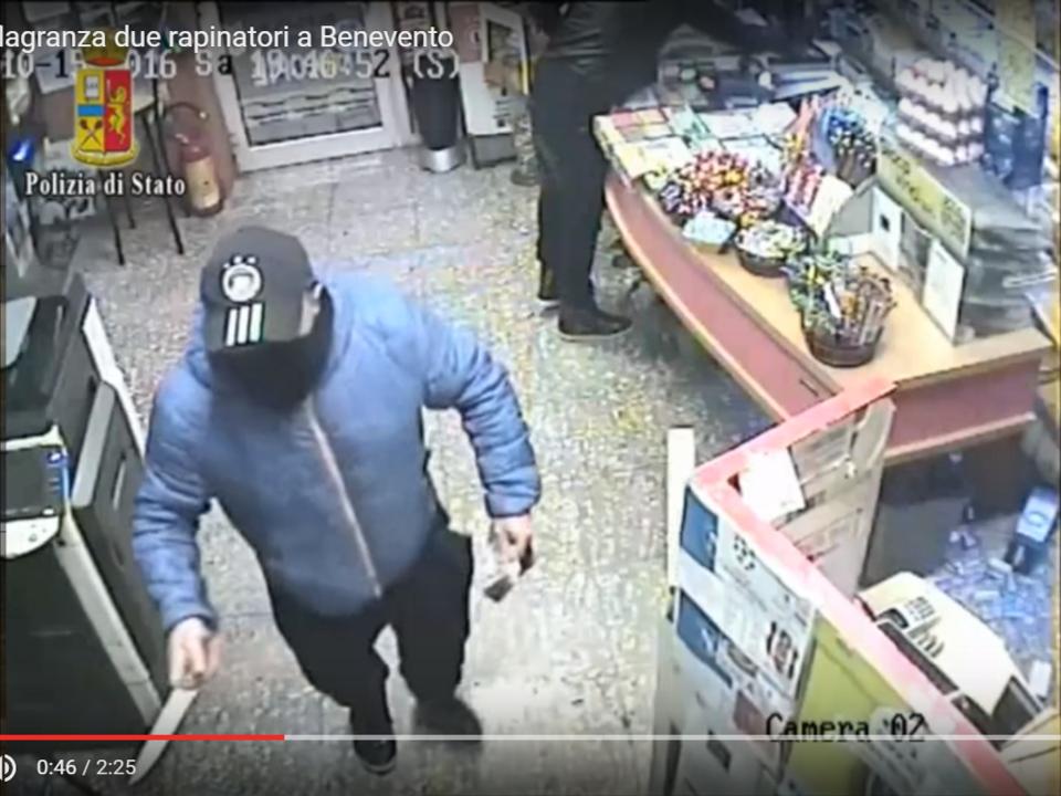 YouTube/poliziadistato Arrestati in flagranza due rapinatori a Benevento
