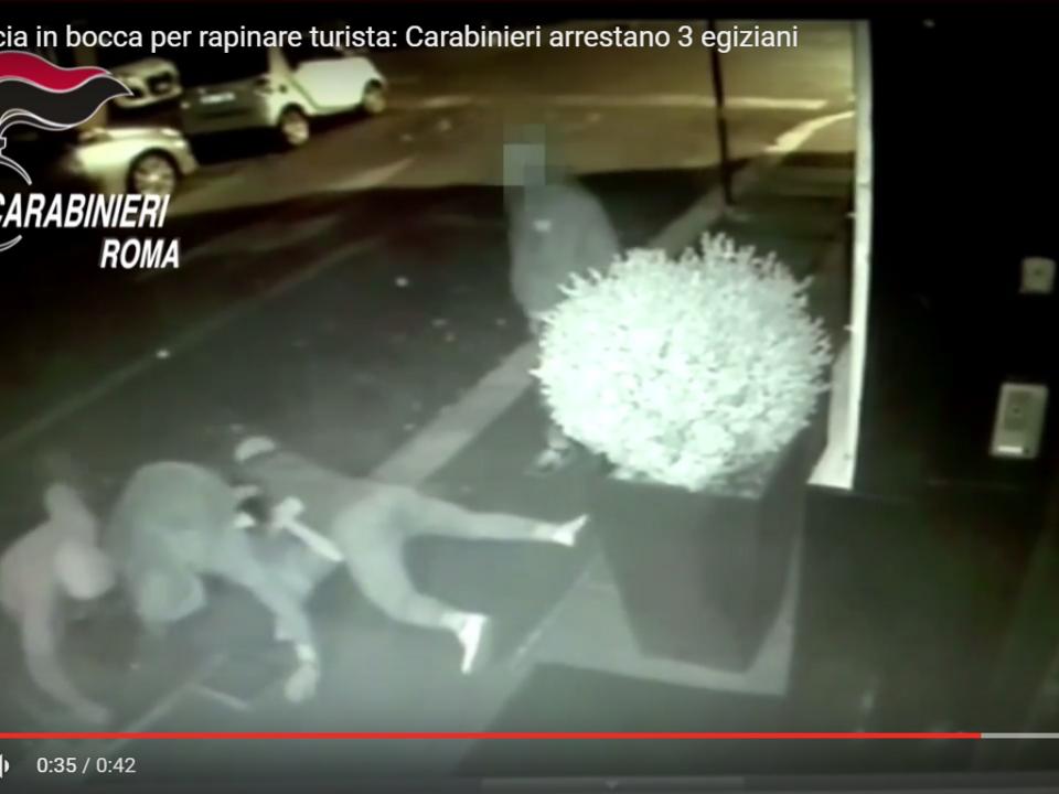 YouTube/Newz.it - Roma. Arancia in bocca per rapinare turista: Carabinieri arrestano 3 egiziani