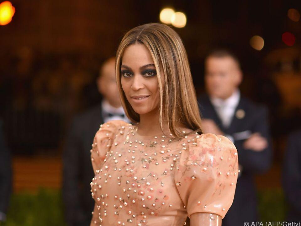 Selbst Blut kann Beyonce nicht vom Singen abhalten