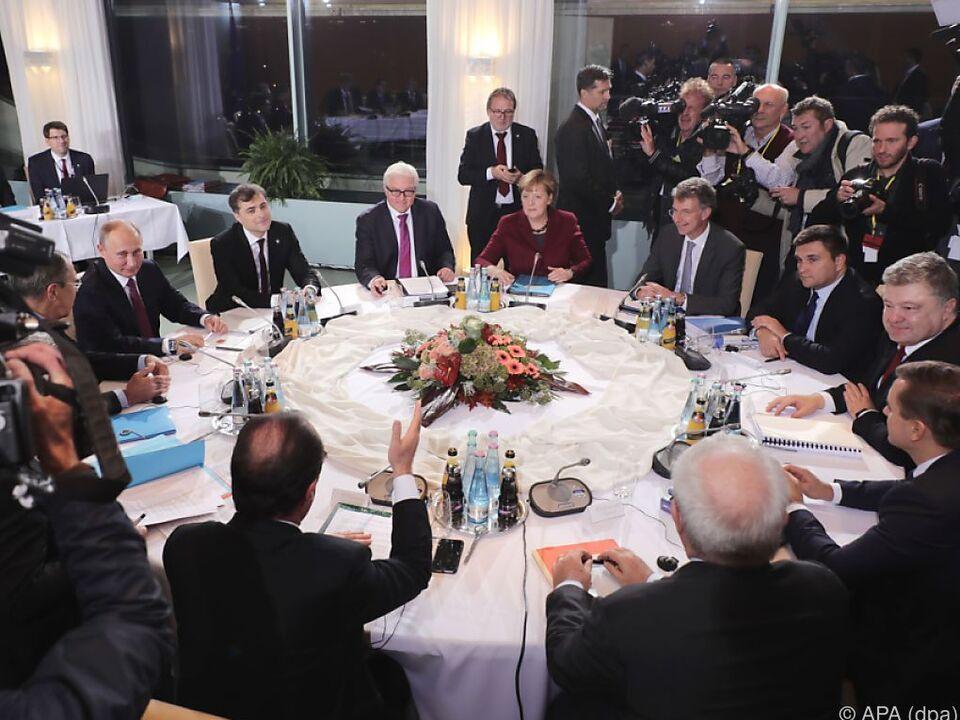 Start der Gespräche am runden Tisch