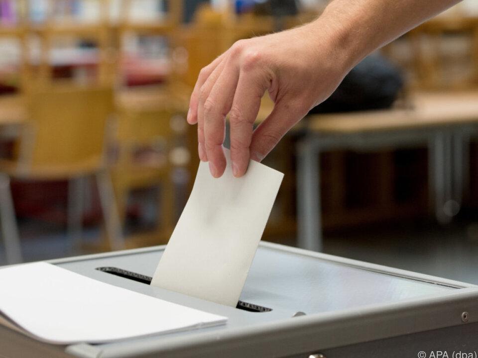 wahlurne Wahlmanipulation am ehesten auf Gemeindeebene