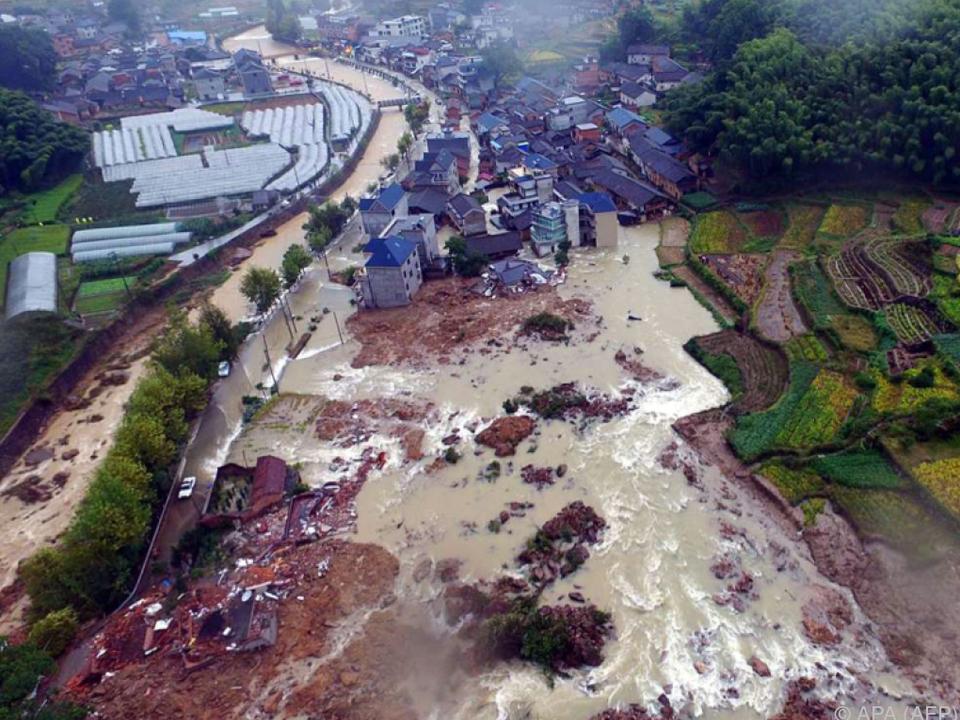 Weite Teile des Dorfes Sucun wurden zerstört