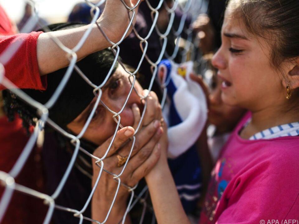 Zahllose Menschen sind wegen des Kriegs im Irak auf der Flucht flüchtling