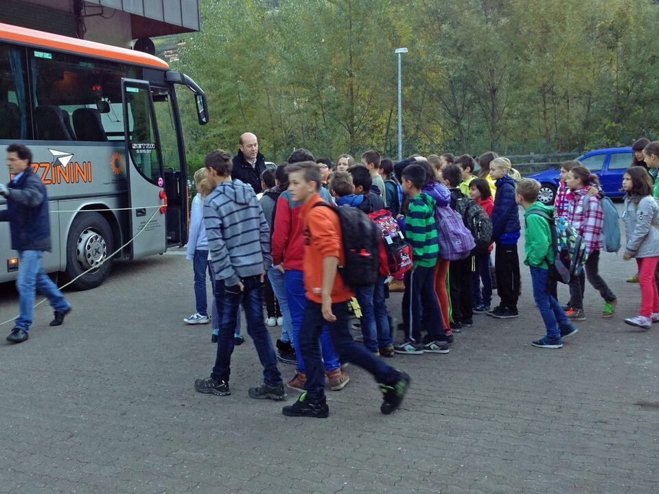 Schülerbus Bus Schüler Busschule Brixen_01