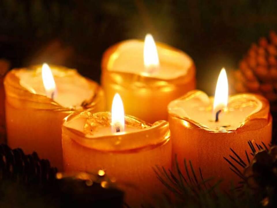 adventskranz_kerzen_weihnachten_stiftung-südtiroler-sparkasse