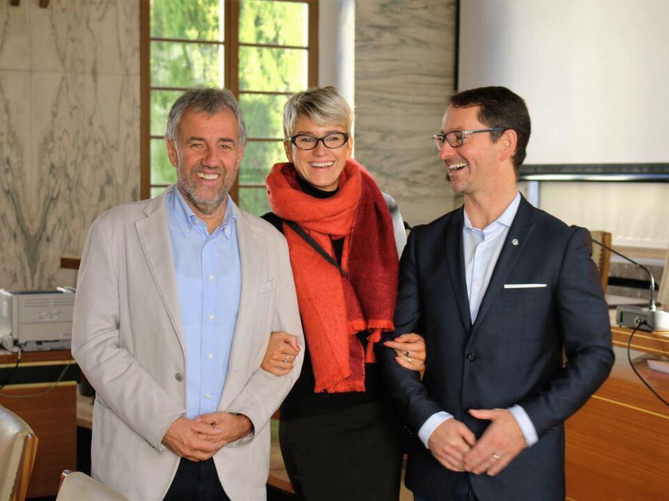 Foto: Bürgermeister Paul Rösch mit Martin Charvàt und dessen Lebensgefährtin.