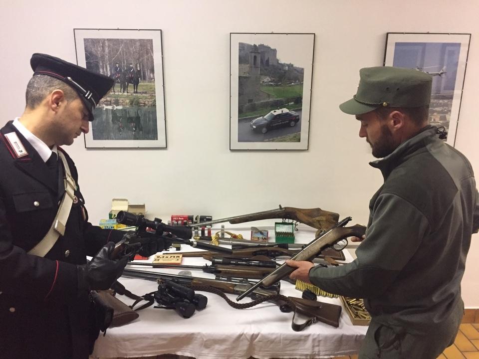 Carabinieri Förster Waffen Wilderer