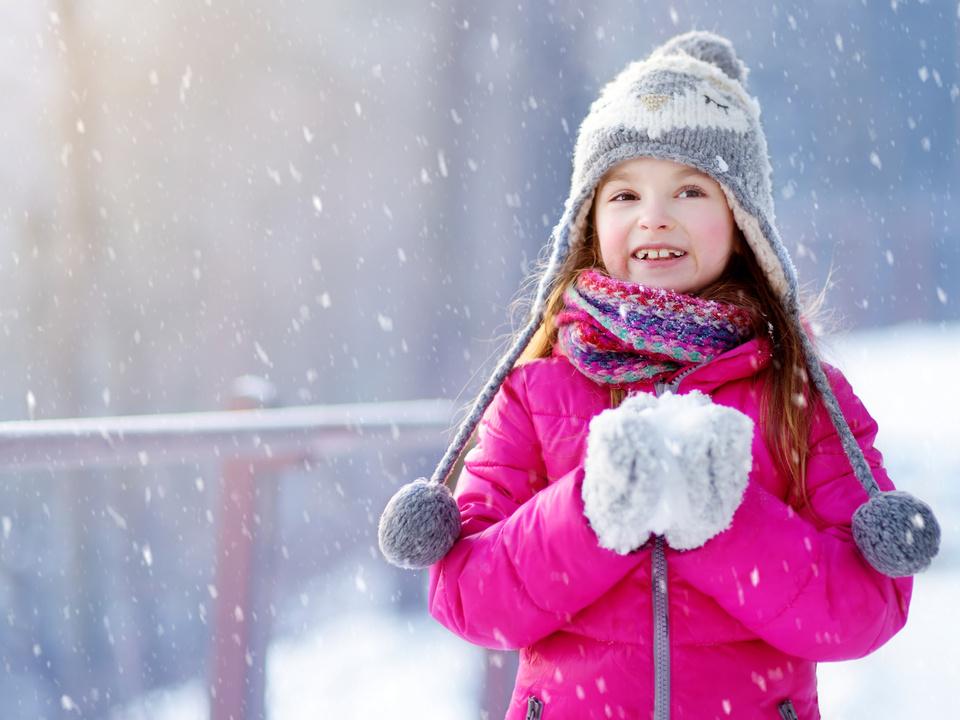 schnee kind winter schneeball