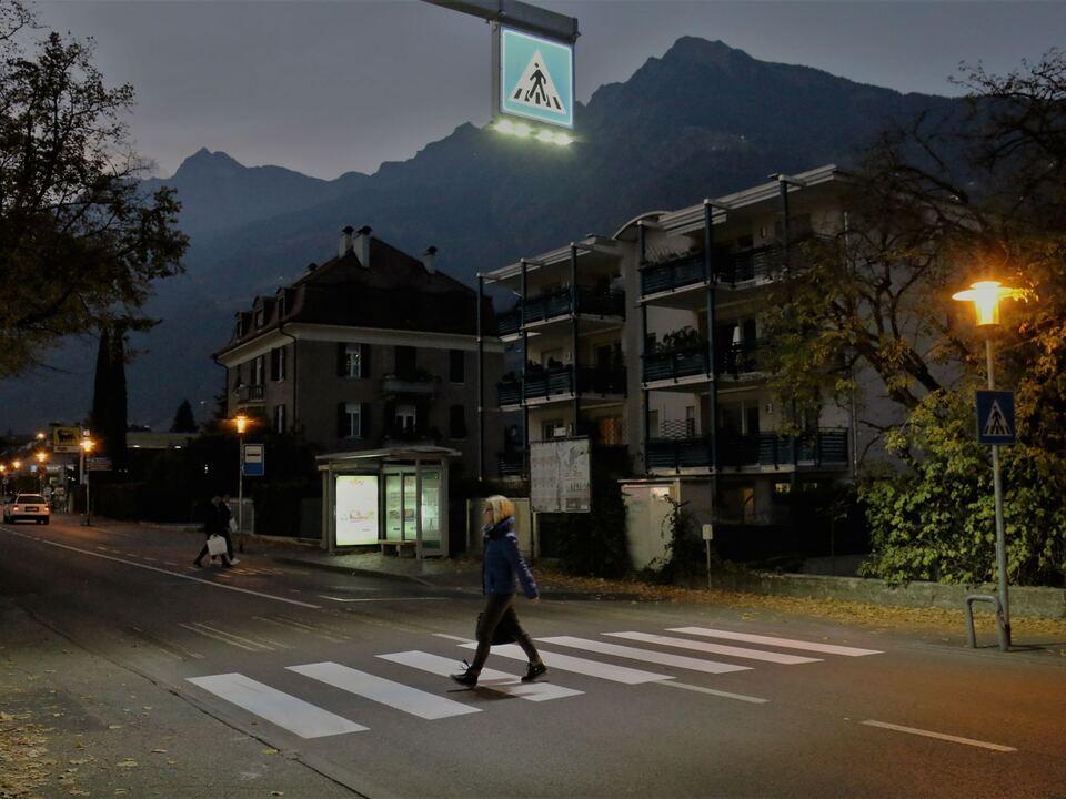 Im Bild: eine der neuen Beleuchtungsanlagen, die in der Goethestraße installiert wurden.
