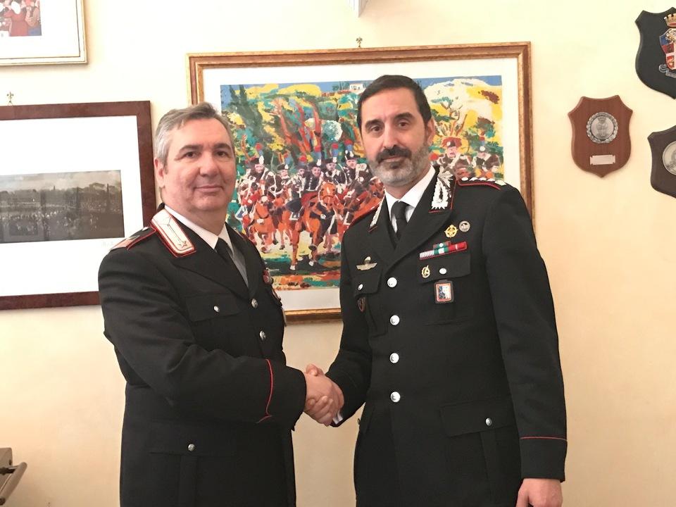 il Lgt. Panzerini al saluto con il Col. Paolucci