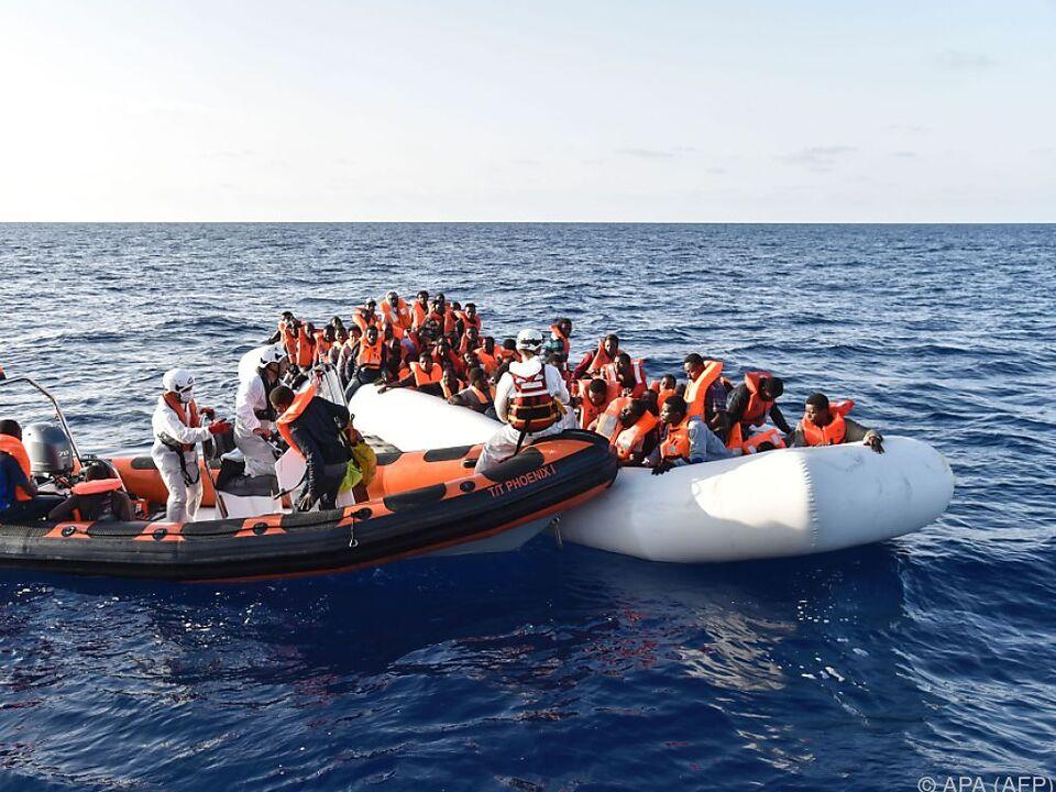 Immer wieder ertrinken Flüchtlinge im Mittelmeer