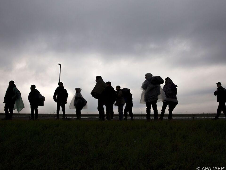 IS-Mitglieder tauchen unter Migranten unter