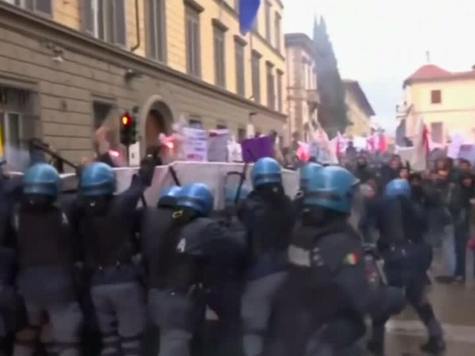 Krawalle bei Demonstration gegen Referendum in Italien