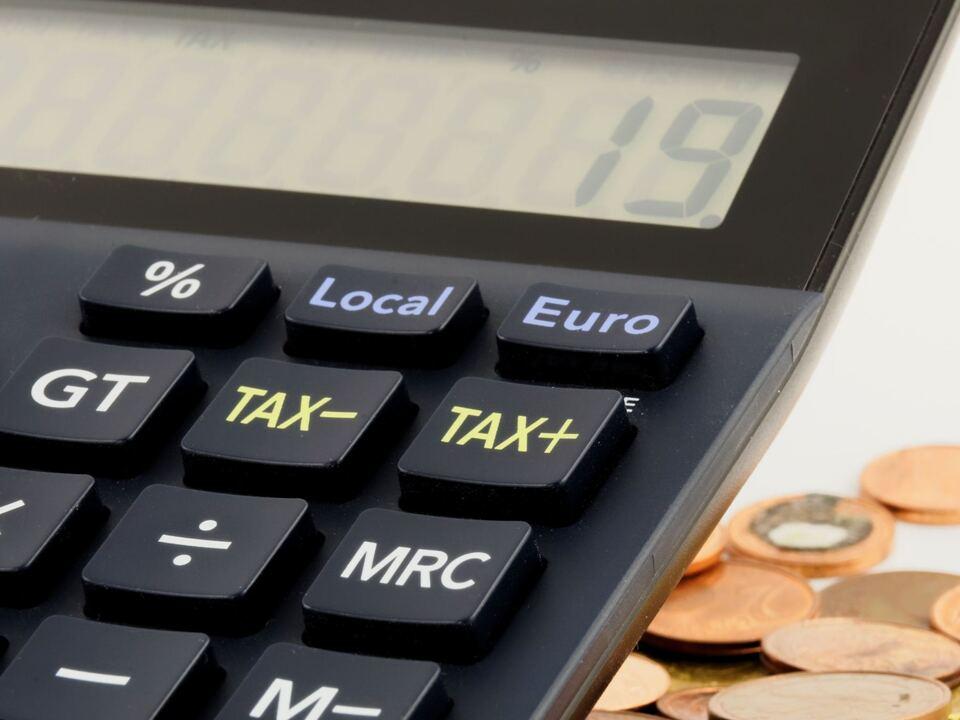 taschenrechner geld Steuern (2) bild von lvh bekommen