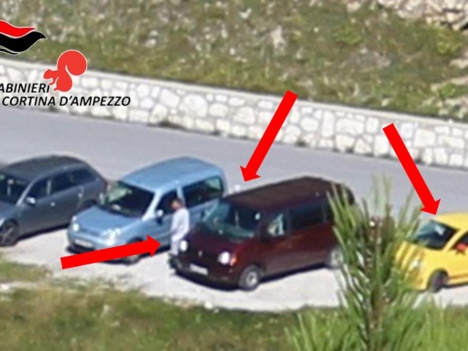 cortina 161229 comunicato - ladri ripresi da lontano durante uno dei furti (loca...