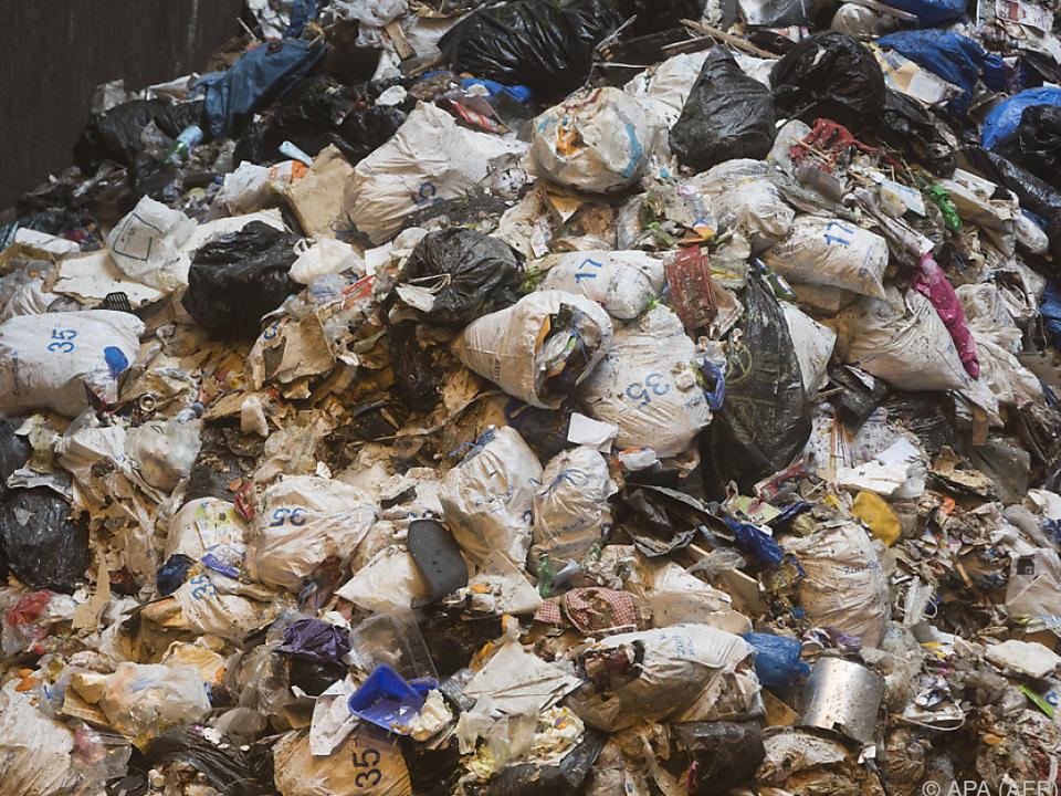 müll 27.000 Menschen arbeiten in der privaten Abfall-Entsorgung