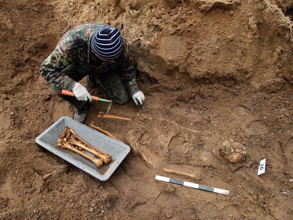 archäologe-grabung-fund-archäologie-apa