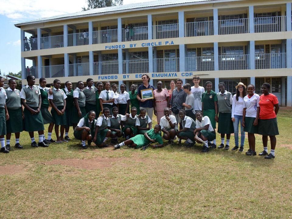 Luanda, Ebusirats Secondary School/Hilfsorganisation Circle