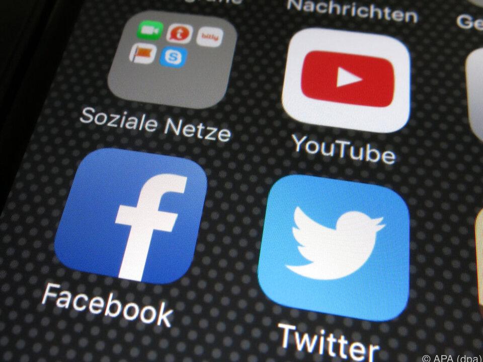 Facebook, Twitter und YouTube tauschen sich untereinander aus
