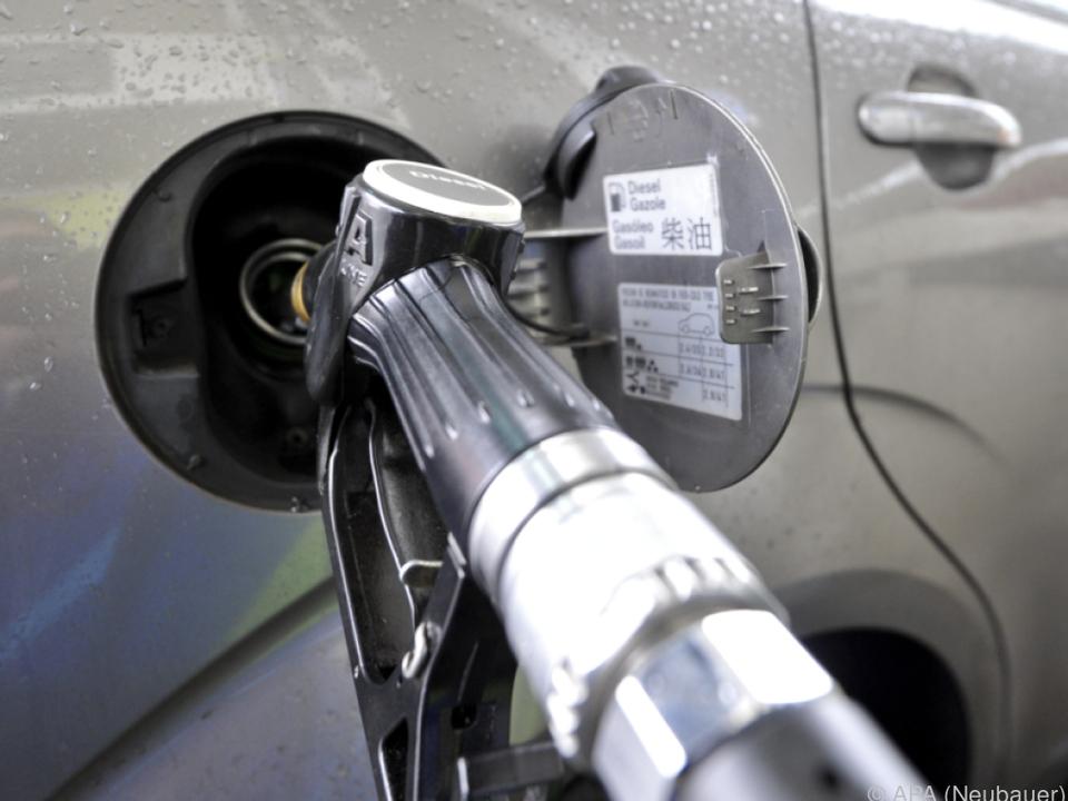 Herstellerangaben weichen gewaltig ab tanken tankstelle benzin diesel