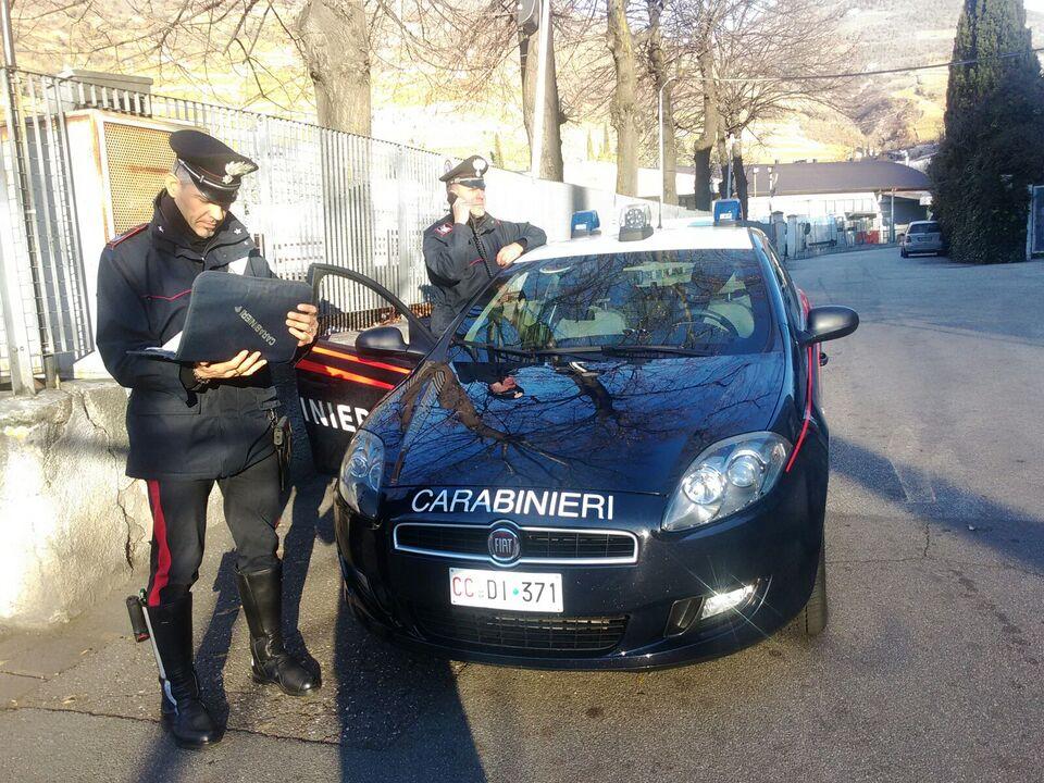 i carabinieri di bolzano  sul luogo della rapina