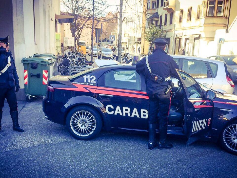 Carabinieri di bolzano sul luogo dell\'aggressione