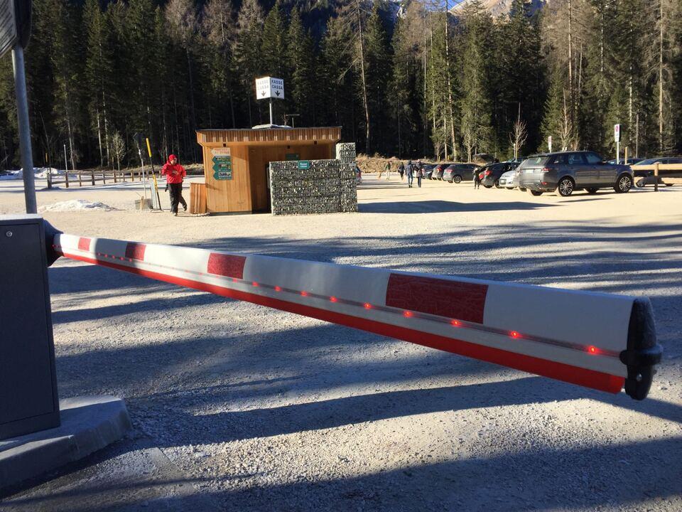 parkplatz pragser wildsee schranke
