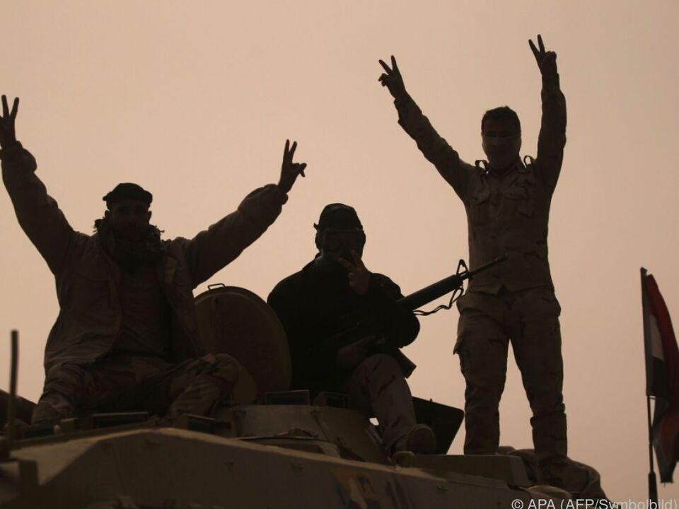 Irakische Truppen auf dem Vormarsch krieg soldat