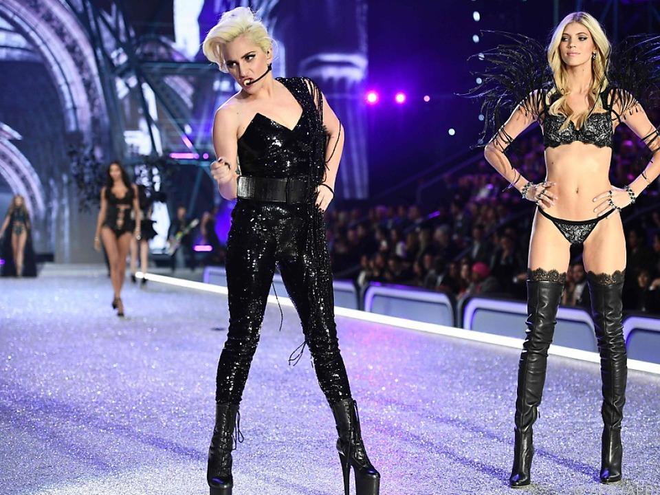 Lady Gaga performte auf dem Laufsteg