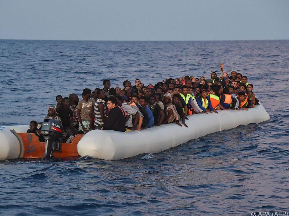 Schon am Sonntag waren 1.164 Flüchtlinge gerettet worden
